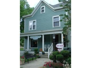 6 BR,  4.50 BTH Bi level style home in Chicago