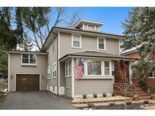 4 BR,  3.50 BTH  Bi level style home in Downers Grove