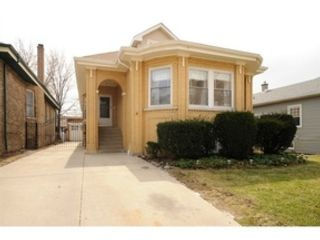 5 BR,  5.50 BTH  Bi level style home in Chicago