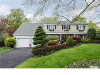 5 BR,  3.50 BTH  Colonial style home in West Islip