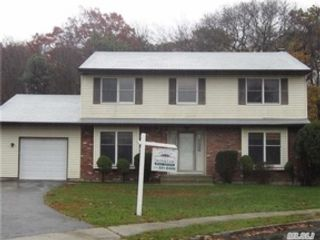 4 BR,  3.00 BTH  Colonial style home in Islip