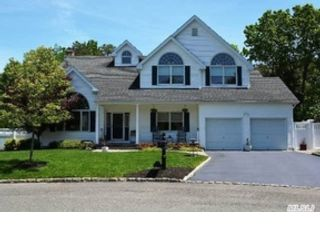 4 BR,  2.50 BTH Victorian style home in Nesconset