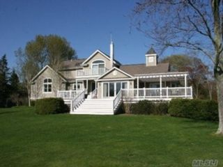 4 BR,  2.50 BTH  Contemporary style home in Center Moriches