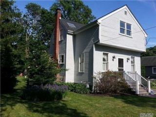 3 BR,  2.00 BTH  Single family style home in West Babylon