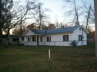 3 BR,  2.00 BTH Single family style home in Summerton