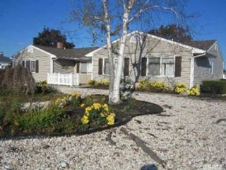 2 BR,  2.00 BTH Ranch style home in Copiague