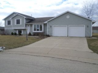 4 BR,  2.50 BTH  Tri level style home in Tomah