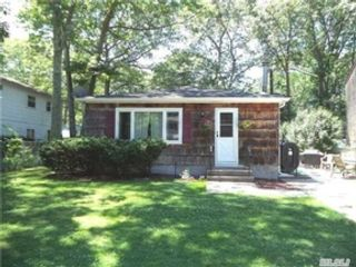 4 BR,  2.50 BTH Ranch style home in Coram