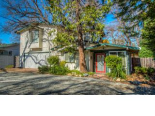 3 BR,  1.50 BTH  Ranch style home in Oak Lawn