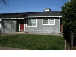 5 BR,  3.50 BTH Single family style home in E Patchogue