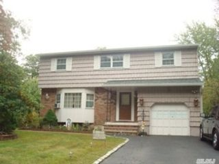 5 BR,  2.00 BTH  Colonial style home in North Babylon
