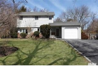 3 BR,  1.50 BTH  Single family style home in Greenlawn