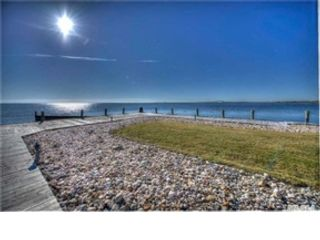 4 BR,  2.50 BTH Single family style home in Bay Shore