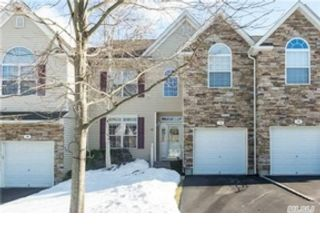 5 BR,  3.00 BTH  Single family style home in Commack