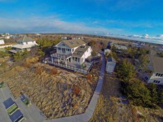 5 BR,  3.50 BTH Single family style home in Oak Beach