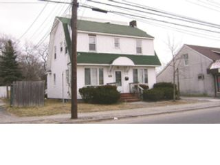 5 BR,  2.00 BTH  Colonial style home in Patchogue