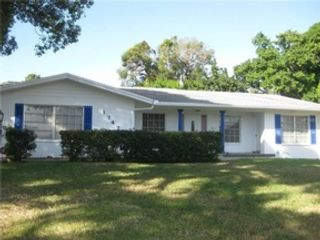 3 BR,  2.00 BTH  Single family style home in St Petersburg