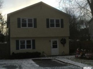 5 BR,  2.00 BTH  Ranch style home in Mastic