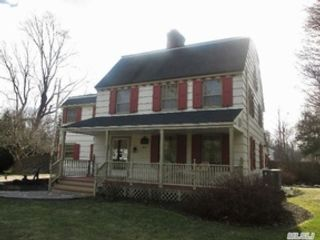 4 BR,  2.50 BTH Colonial style home in Brookhaven