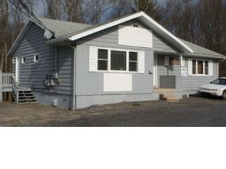 6 BR,  2.50 BTH  Bi level style home in East Stroudsburg