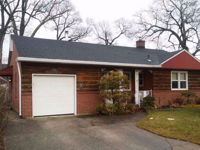 3 BR,  3.00 BTH  Ranch style home in Rockville Centre