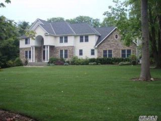 5 BR,  6.50 BTH Colonial style home in Old Field