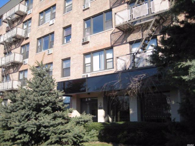 2 BR,  2.00 BTH Co-op style home in Mineola