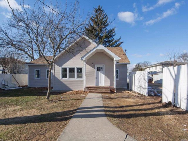 4 BR,  2.50 BTH Exp ranch style home in Wheatley Heights