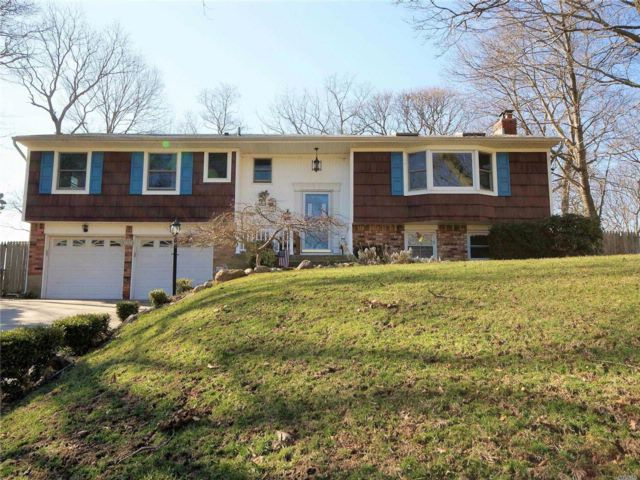 4 BR,  2.50 BTH Raised ranch style home in Stony Brook