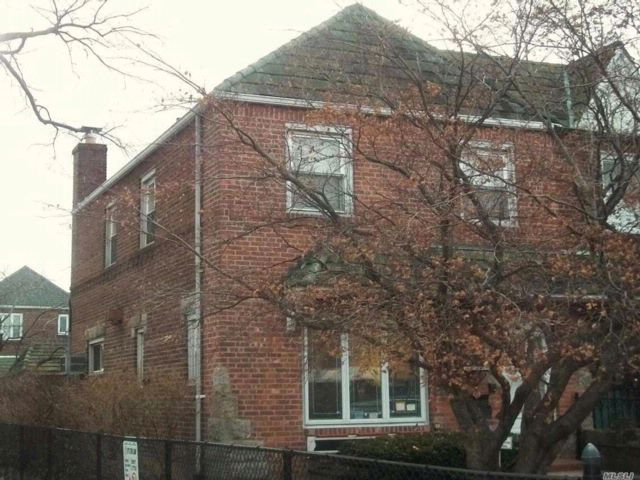 2 BR,  2.50 BTH Townhouse style home in Middle Village