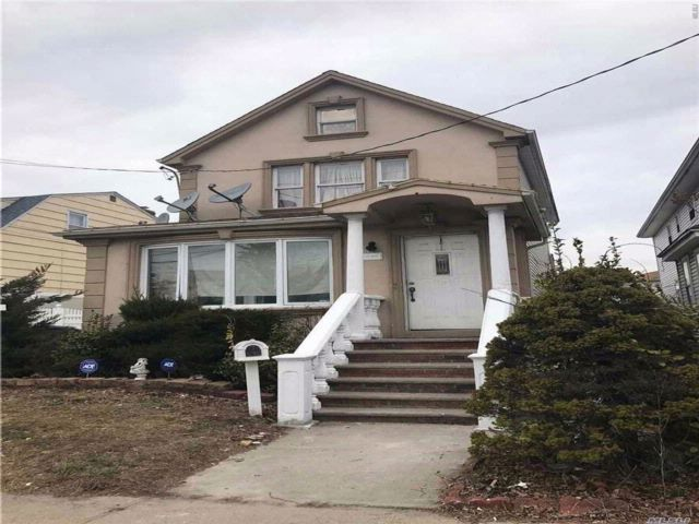 5 BR,  3.00 BTH  2 story style home in Rosedale
