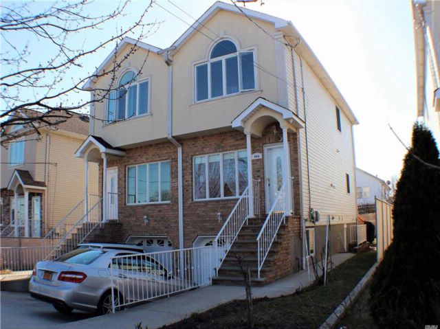 3 BR,  2.50 BTH Townhouse style home in South Beach