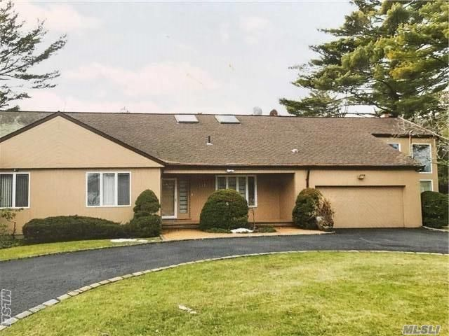 5 BR,  4.00 BTH Exp ranch style home in Hewlett Harbor
