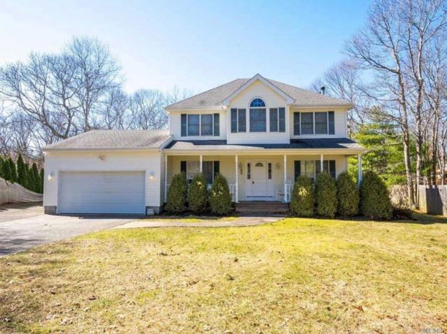 4 BR,  2.50 BTH Colonial style home in Hampton Bays