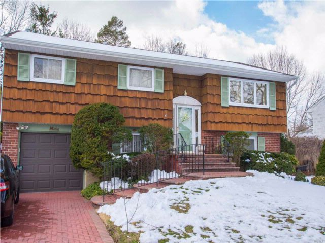4 BR,  2.00 BTH  Hi ranch style home in Commack