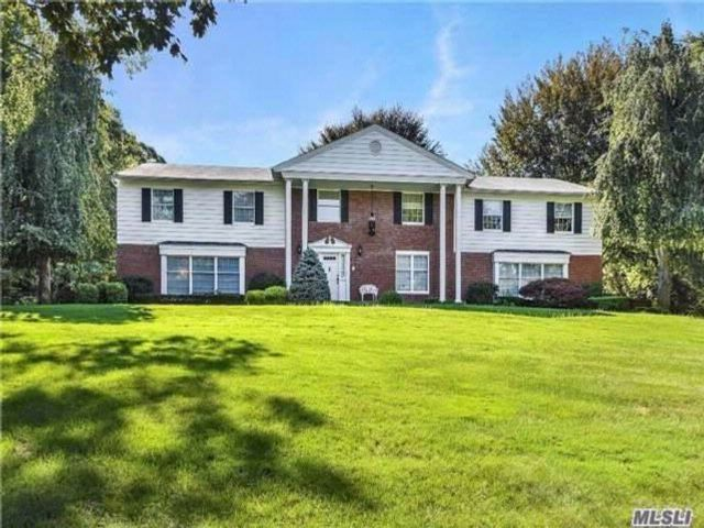 4 BR,  4.50 BTH Colonial style home in Belle Terre