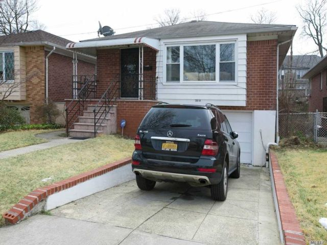 3 BR,  2.50 BTH Hi ranch style home in Bayside