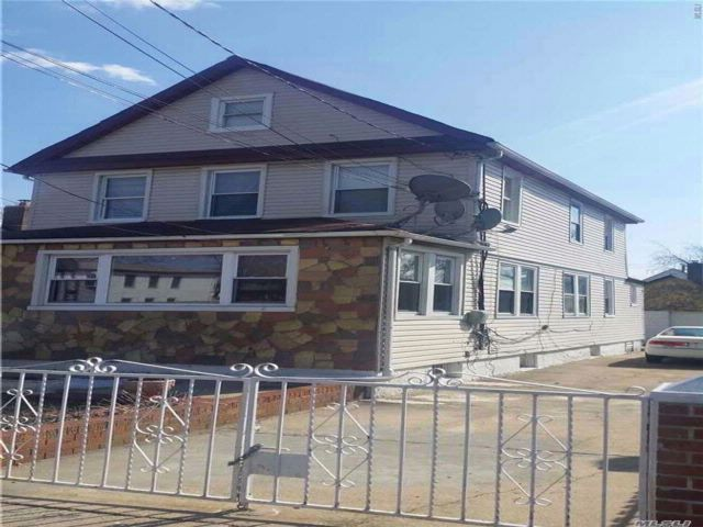 4 BR,  2.50 BTH 2 story style home in Queens Village