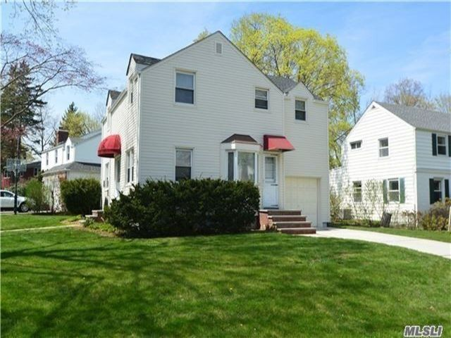 4 BR,  2.00 BTH Colonial style home in Great Neck