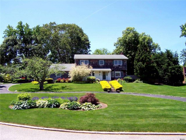 5 BR,  3.00 BTH Colonial style home in Setauket