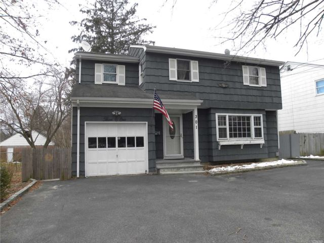 5 BR,  3.00 BTH Colonial style home in Huntington Station