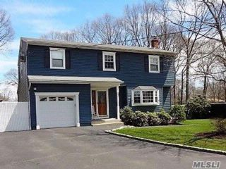 4 BR,  3.50 BTH Colonial style home in Ronkonkoma