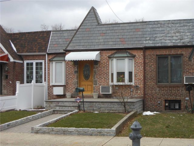 3 BR,  2.00 BTH Ranch style home in Middle Village