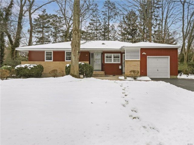 3 BR,  3.00 BTH  Ranch style home in Port Jefferson