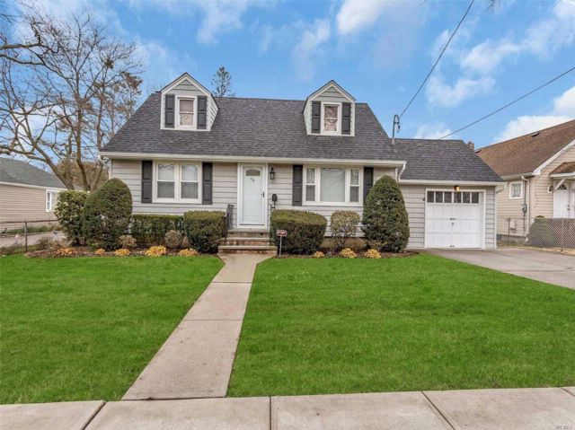 4 BR,  1.50 BTH  Cape style home in Uniondale