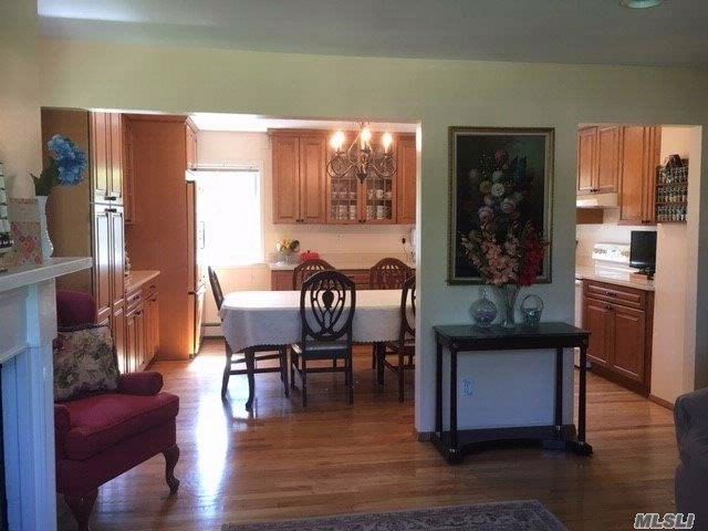 5 BR,  2.00 BTH Hi ranch style home in Shirley