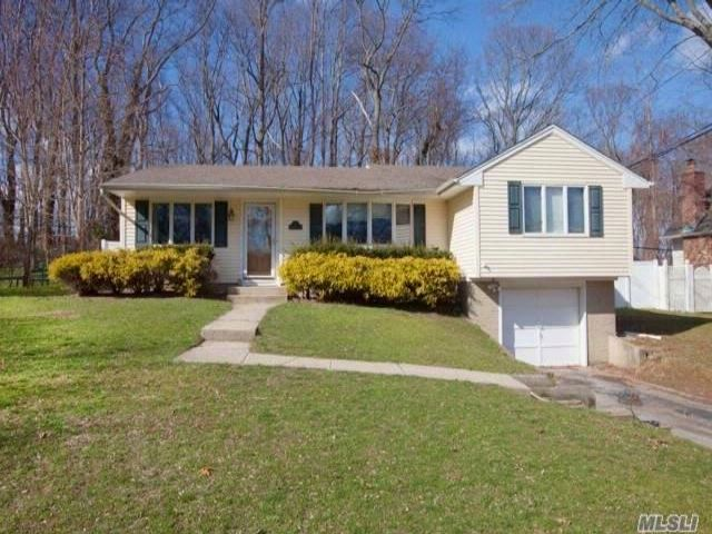 3 BR,  1.50 BTH Exp ranch style home in Kings Park