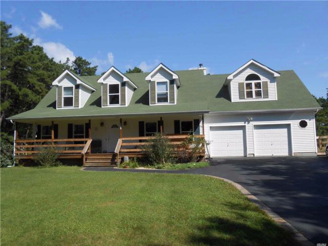 3 BR,  3.00 BTH Nantucket style home in East Moriches