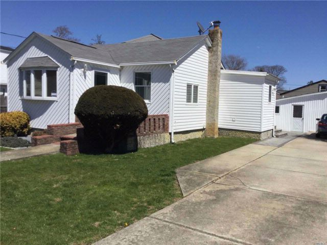2 BR,  2.00 BTH Ranch style home in West Babylon