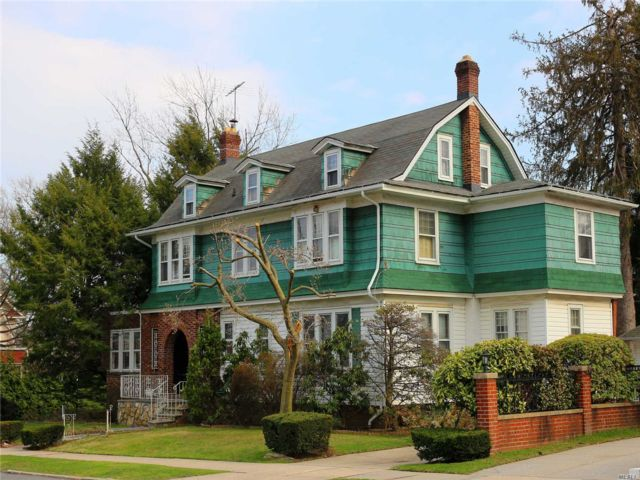 6 BR,  3.55 BTH  Colonial style home in Flushing